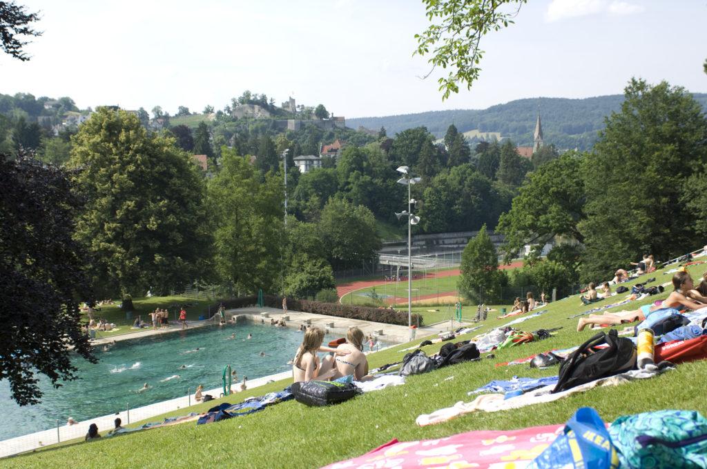 Terrassenbad Baden Wiese Schwimmbad