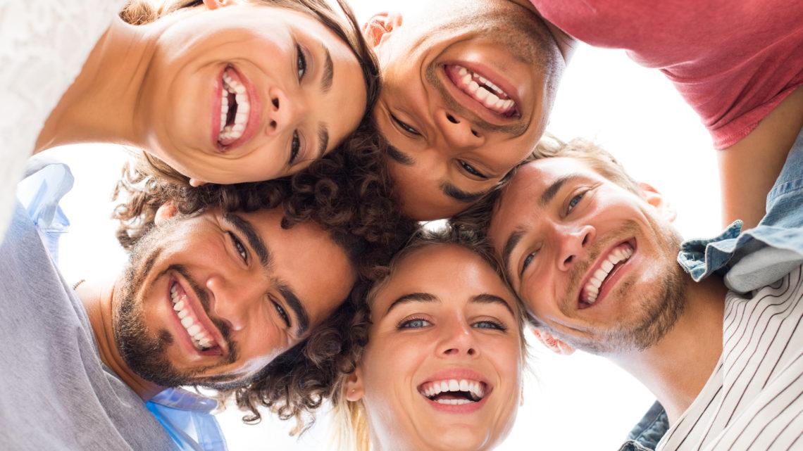 Lachen ist gesund Lachen am Arbeitsplatz Humor bei der Arbeit gegen Stress Lachen als Medizin