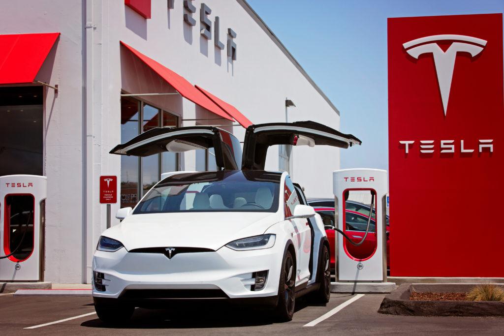 E-Autos Fragen E-Mobilität Tesla Modell 123 RF worldofwellness