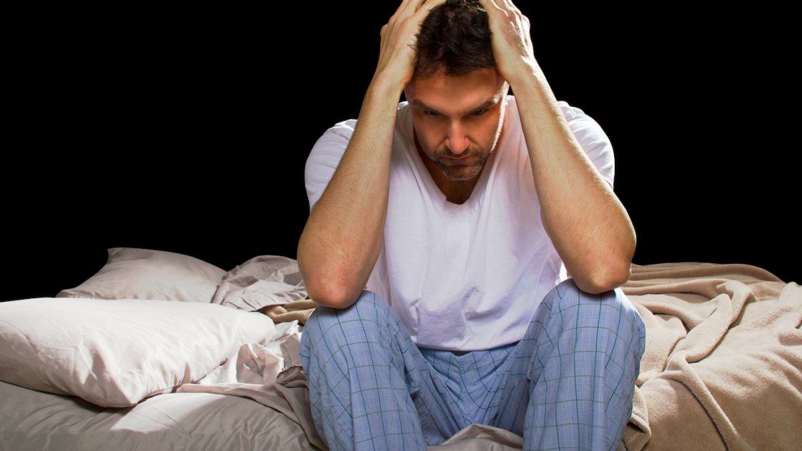 Schlafstörungen Dr. Claudio Lorenzet Gesundheitskolumne Mann verzweifelt 123 RF trendsandstyles