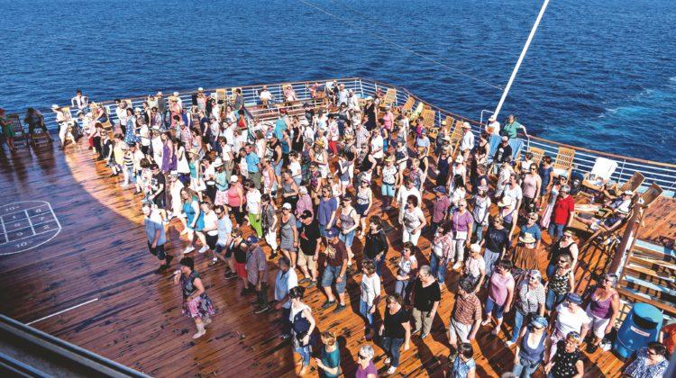 Country Music Cruise Festival Kreuzfahrtschiff Line Dance Deck