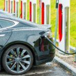 E-Autos Fragen E-Mobilität Elektroauto Aufladestation 123 RF worldofwellness
