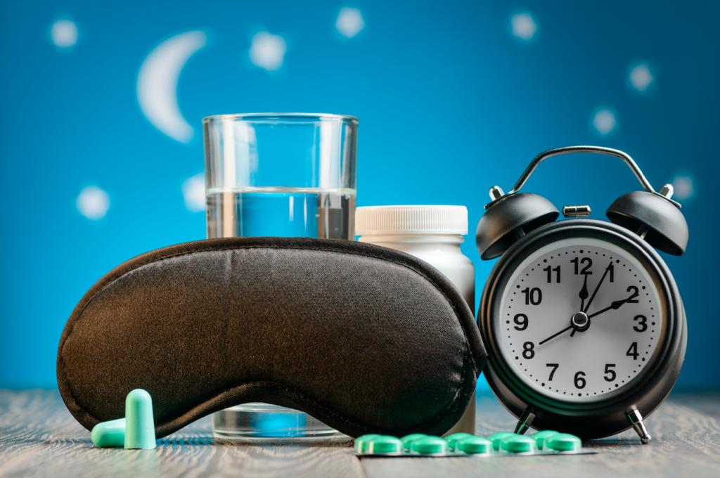 Schlafstörungen Dr. Claudio Lorenzet Gesundheitskolumne Wecker Pillen 123 RF trendsandstyles